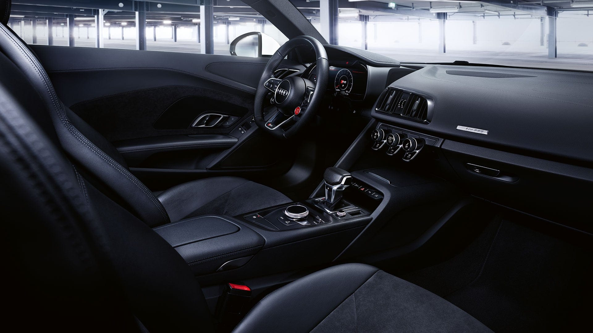 The interior of the Audi R8 Spyder V10 RWS focusses on sportiness.